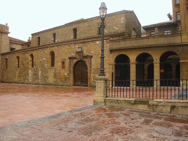 Iglesia de San Tirso en Oviedo 02