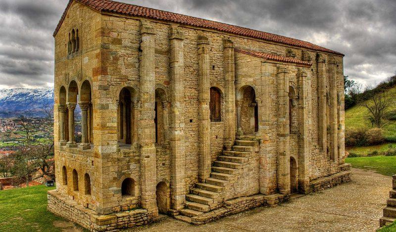 la Iglesia de Santa Maria del Naranco en Asturias