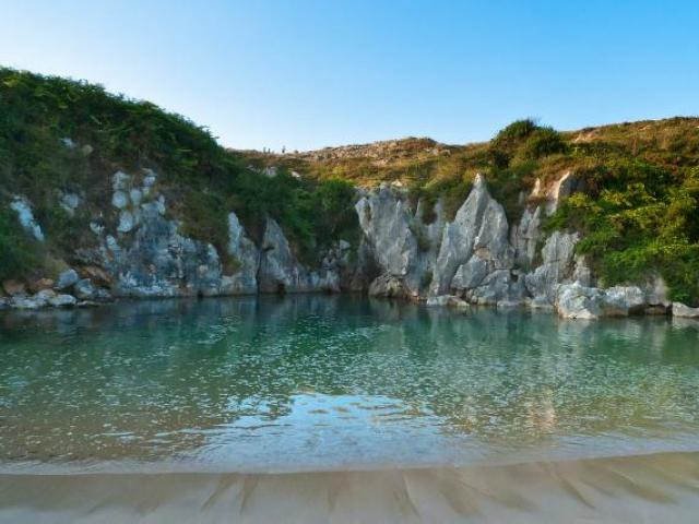 La playa de Gulpiyuri