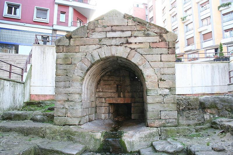 800px-Fuente_de_Foncalada_en_Oviedo_