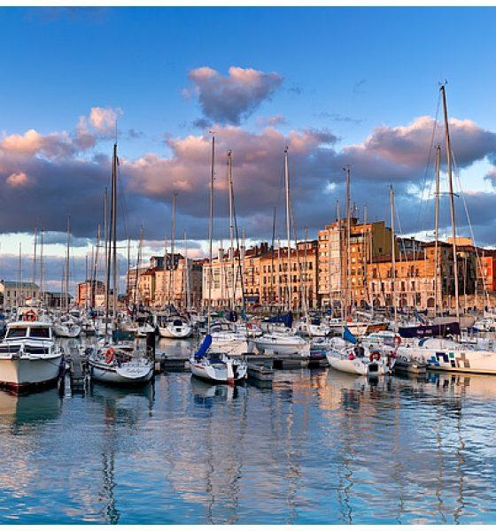 El muelle de Gijón en Asturias