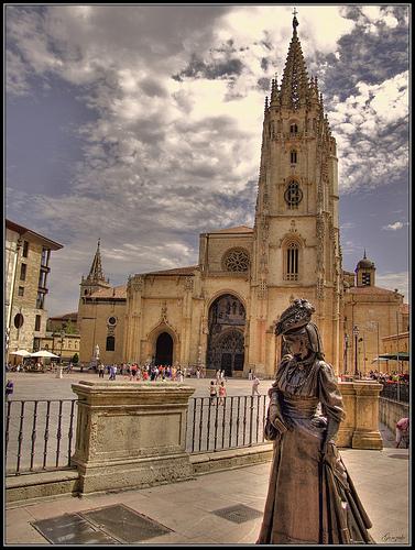 La catedral de oviedo uno de los lugares imprescindibles - Muebles en oviedo asturias ...