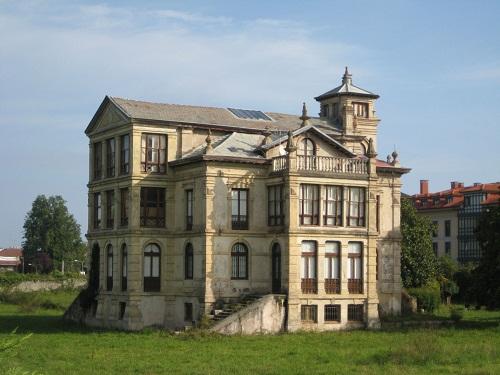 El orfanato de Llanes, el Palacio de Partarríu